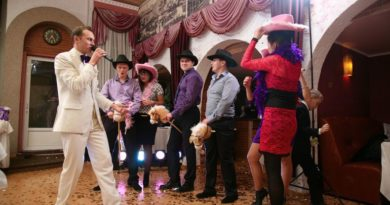 Как выбрать ведущего на свадьбу в 5 шагов