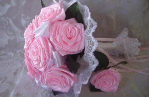 Букет роз из атласных лент