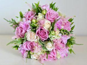 Эустома с розами