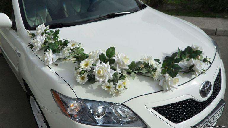 Украшение машины цветами