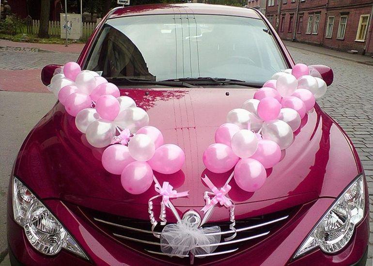 Украшение машины воздушными шарами