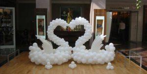 Лебеди из воздушных шаров