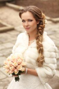 невеста в свадебном полушубке